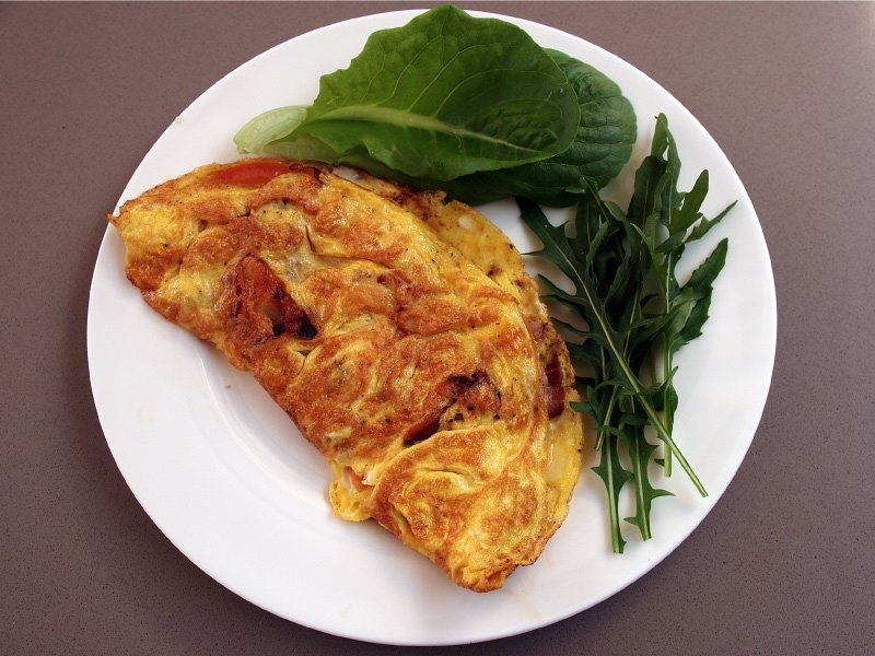 Pancetta and tomato omelette