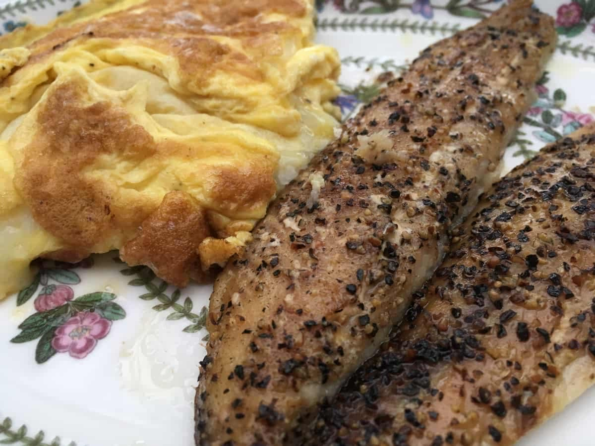 Smoked mackerel with cheese omelette